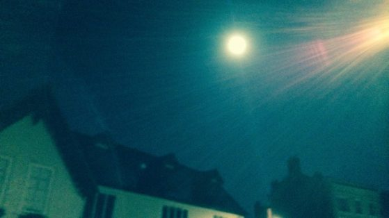 full-moon-blurred-street-light-colour-640